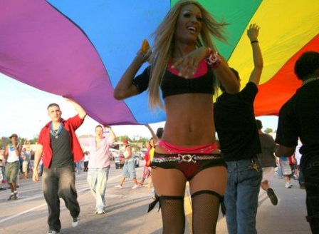 Drag queen in gay pride flag - photo by Guy